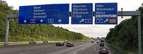 Autobahn alternate route signage