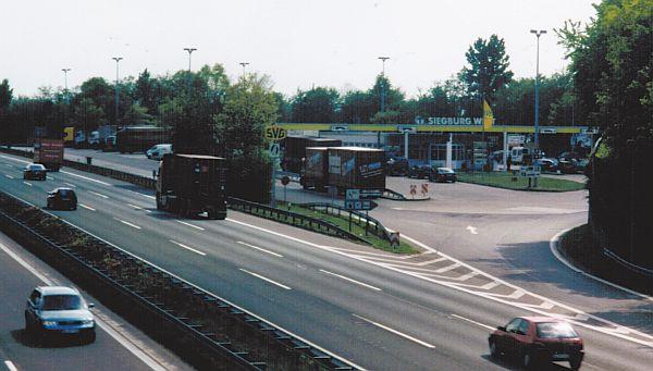 Autobahn             service area