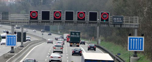 Autobahn             shoulder open to traffic