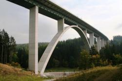 Autobahn valley bridge